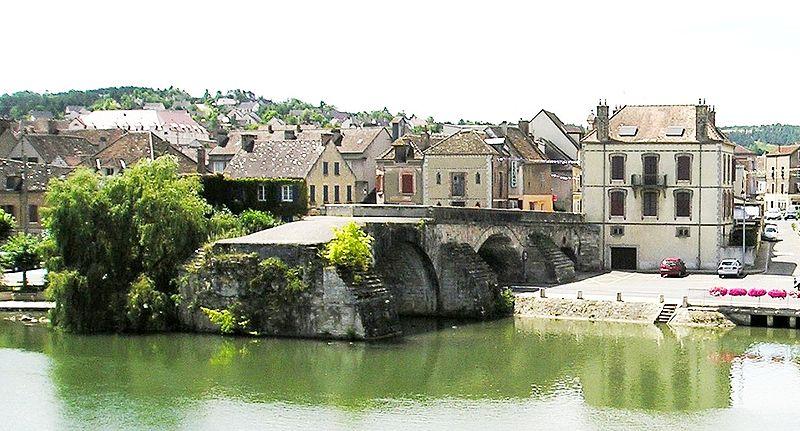 Photo du Monument Historique Vieux pont situé à Pont-sur-Yonne