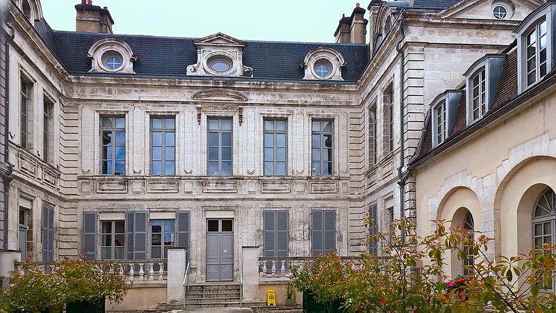 Photo du Monument Historique Hôtel Leclerc de Fourolles situé à Auxerre