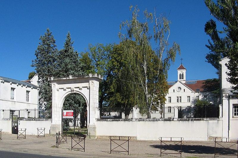 Photo du Monument Historique Ancien asile des aliénés, aujourd'hui Centre Hospitalier Spécialisé de l'Yonne situé à Auxerre