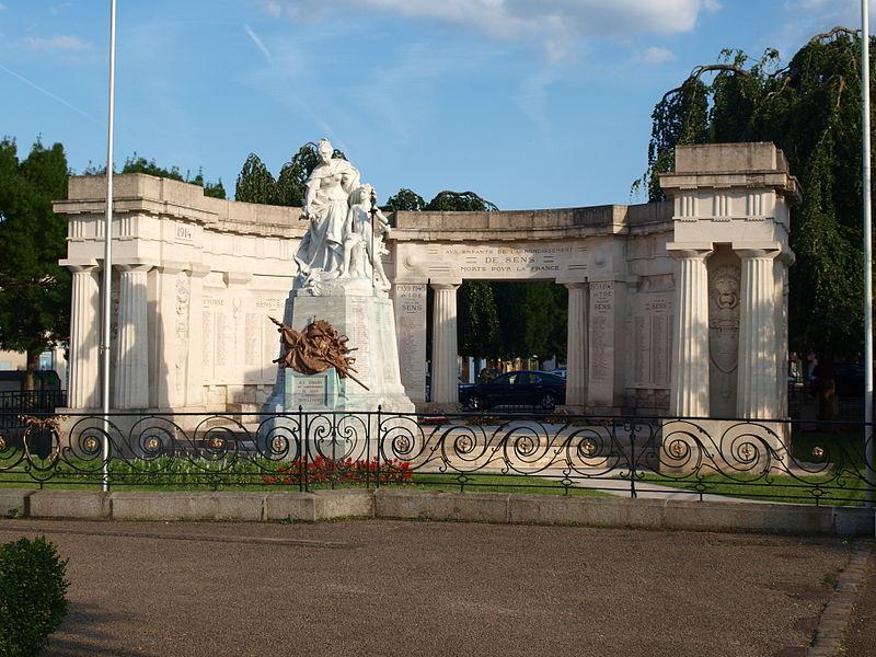 Photo du Monument Historique Monument aux morts de l'arrondissement de Sens situé à Sens