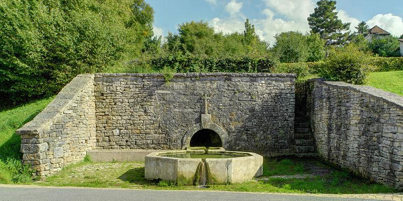 Photo du Monument Historique Fontaine Saint-Léger situé à Montbouton