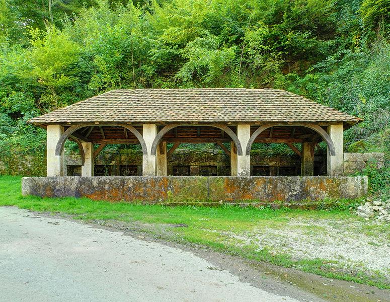 Photo du Monument Historique Fontaine-lavoir et abreuvoir situé à Saint-Dizier-l'Evêque