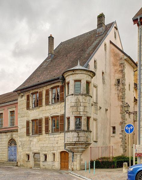 """Photo du Monument Historique Maison dite """" maison à tourelle """" situé à Delle"""