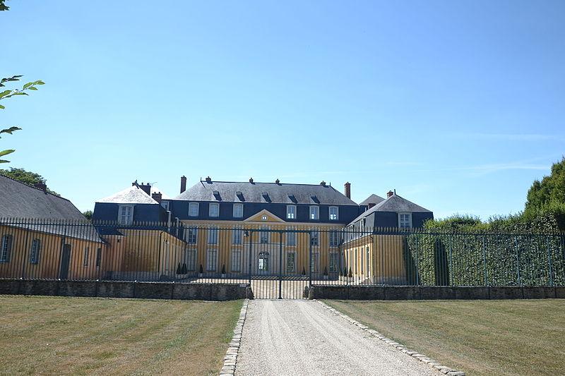 Photo du Monument Historique Château de Dommerville situé à Angerville