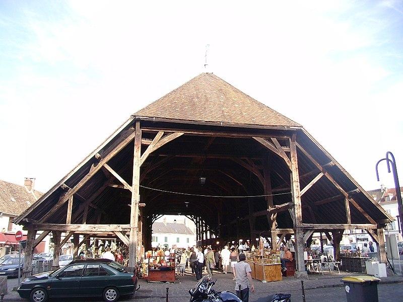 Photo du Monument Historique Halles situé à Arpajon