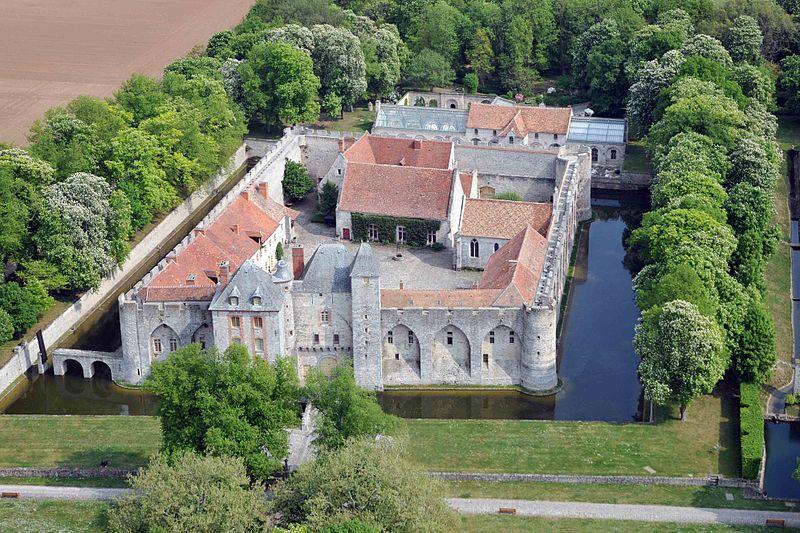 Photo du Monument Historique Château de Farcheville situé à Bouville