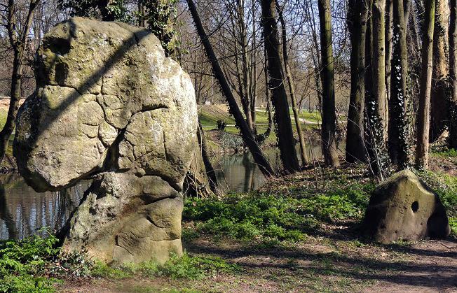 Photo du Monument Historique Menhirs de la propriété Talma, dits la femme et la fille de Loth situé à Brunoy
