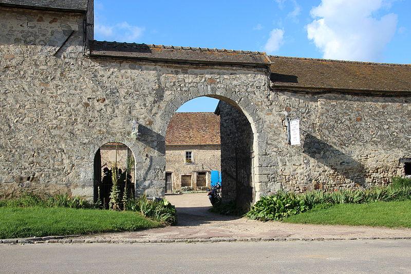 Photo du Monument Historique Ferme seigneuriale situé à Dourdan