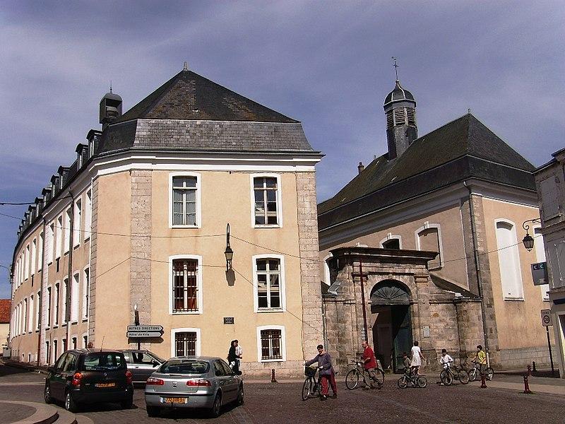 Photo du Monument Historique Hôtel-Dieu, actuellement centre hospitalier situé à Dourdan