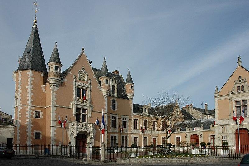 Photo du Monument Historique Hôtel de ville situé à Etampes