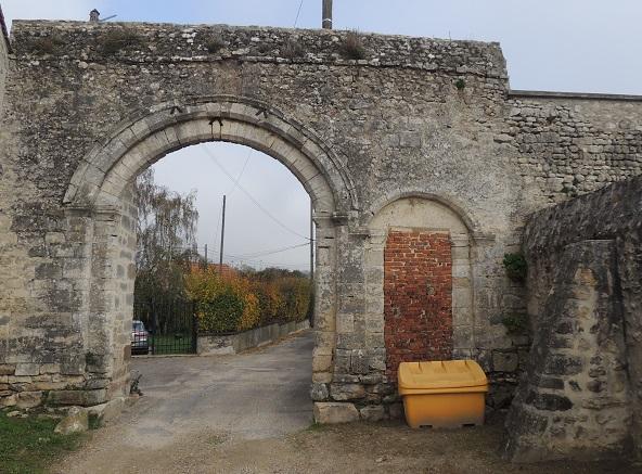 Photo du Monument Historique Prieuré situé à Etampes