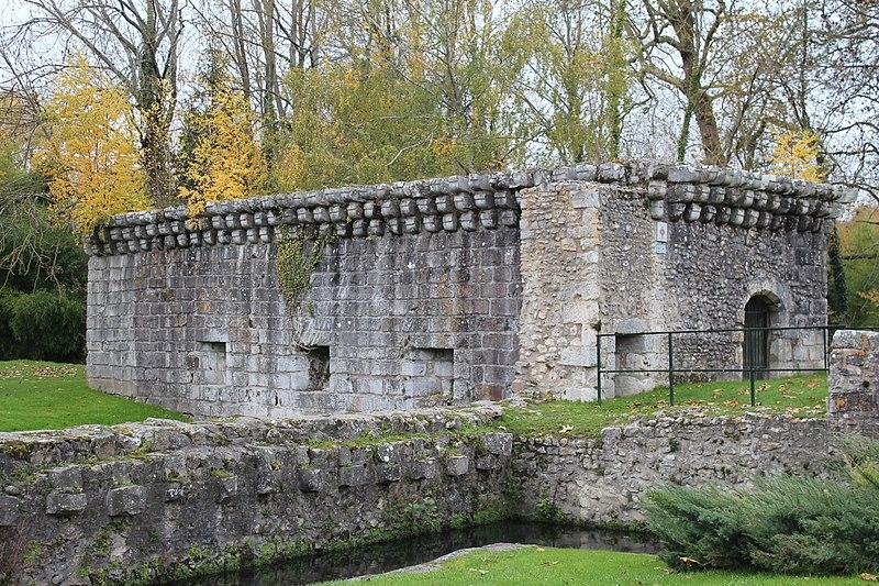 Photo du Monument Historique Remparts situé à Etampes