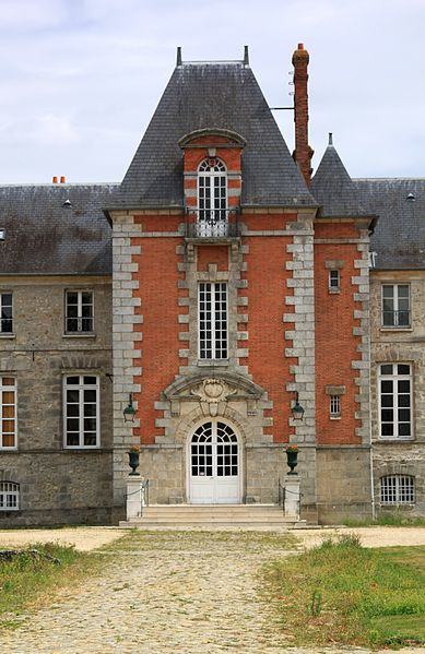 Photo du Monument Historique Château de Gillevoisin situé à Janville-sur-Juine