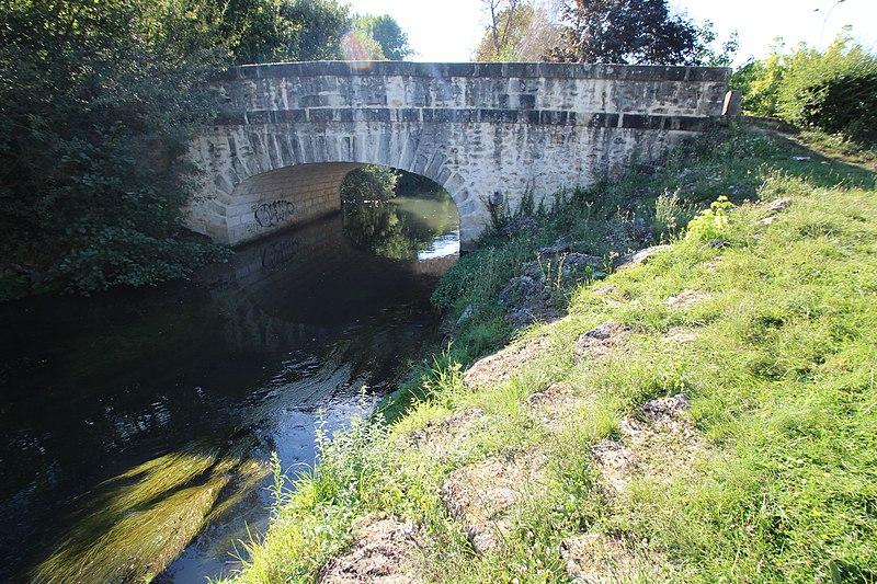 Photo du Monument Historique Pont Cornuel (également sur commune de Bouray-sur-Juine) situé à Lardy