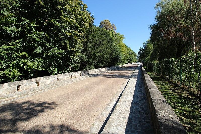 Photo du Monument Historique Pont de l'Etre sur la Juine situé à Lardy