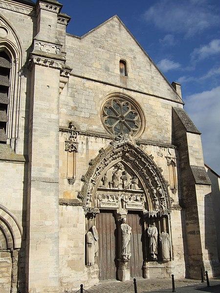 Photo du Monument Historique Eglise de l'ancienne abbaye, actuellement basilique Notre-Dame-de-Bonne-Garde situé à Longpont-sur-Orge