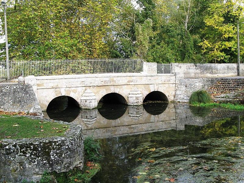 Photo du Monument Historique Pont sur la Juine situé à Méréville