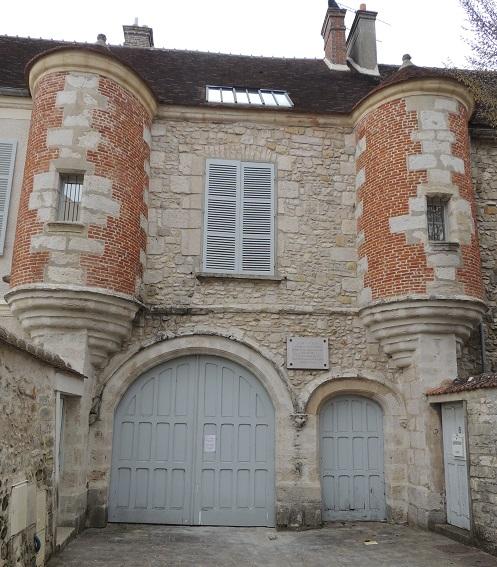 Photo du Monument Historique Maison à tourelles situé à Milly-la-Forêt