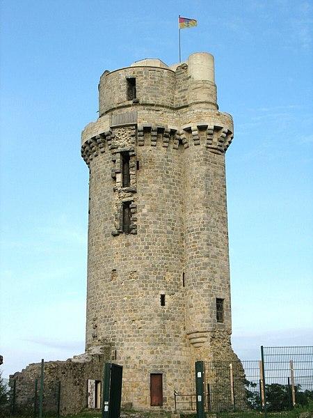 Photo du Monument Historique Ancien château situé à Montlhéry