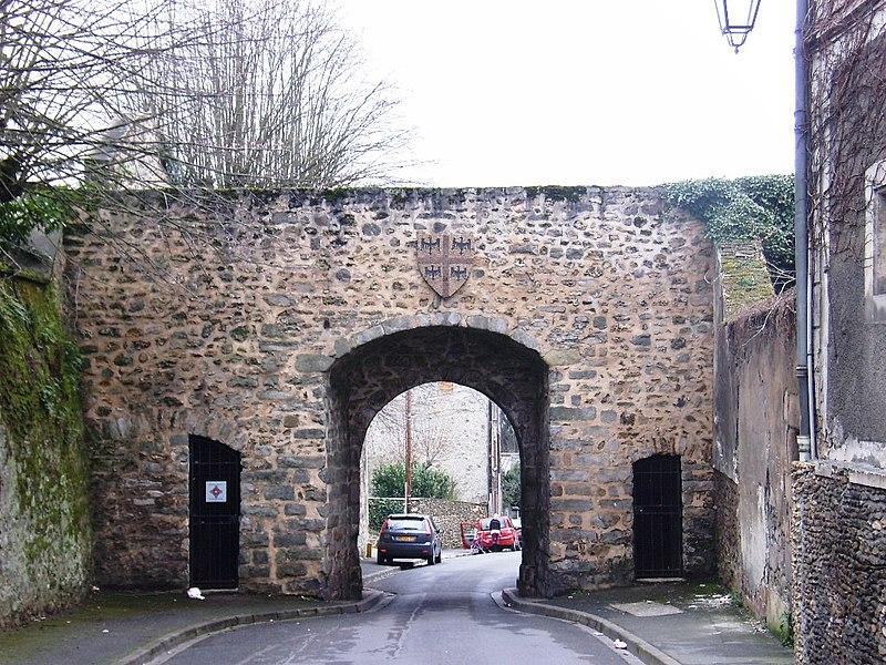 Photo du Monument Historique Porte Baudry situé à Montlhéry