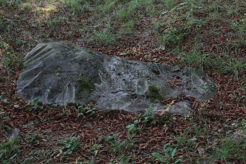 Photo du Monument Historique Polissoir de la Petite-Garenne situé à Morigny-Champigny