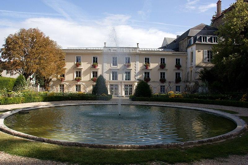 Photo du Monument Historique Immeuble, actuellement institut Saint-Clément situé à Viry-Châtillon