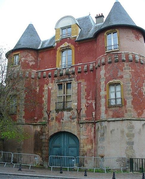 Photo du Monument Historique Ancien château d'Yerres situé à Yerres