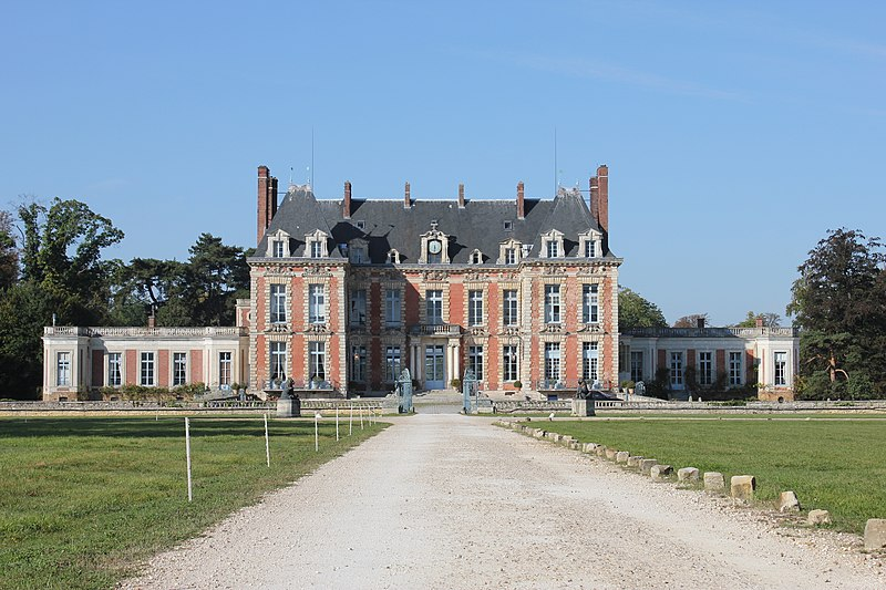 Photo du Monument Historique Château de la Grange situé à Yerres