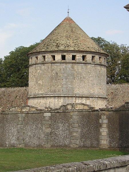 Photo du Monument Historique Château du Mesnil-Voisin situé à Janville-sur-Juine