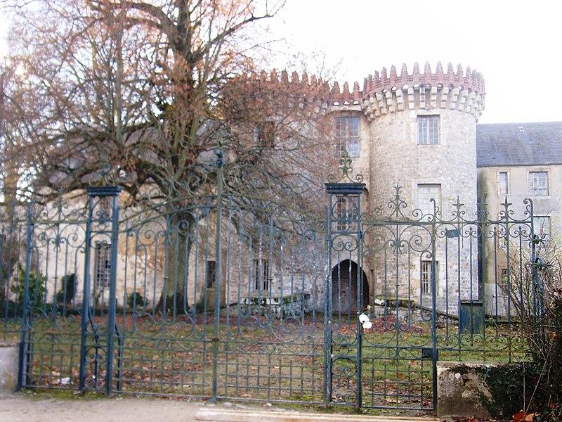 Photo du Monument Historique Château de Milly-la-Forêt situé à Oncy-sur-Ecole