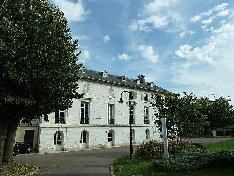 Photo du Monument Historique Domaine de la Petite Roseraie situé à Châtenay-Malabry