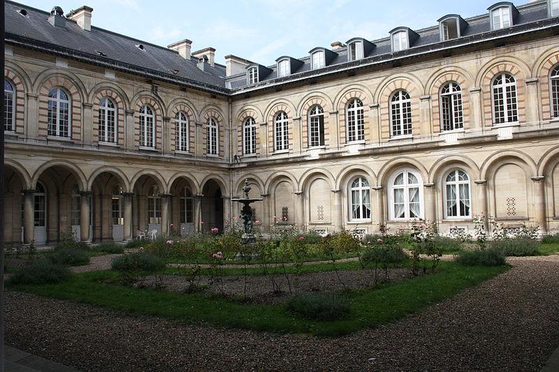 Photo du Monument Historique Hospice Ferrari situé à Clamart