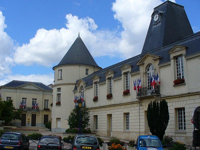 Photo du Monument Historique Hôtel de ville situé à Clamart