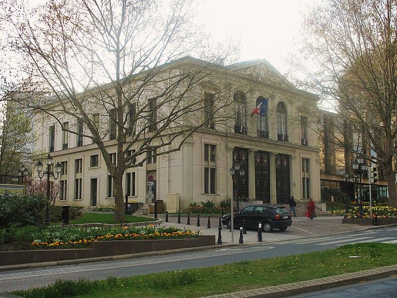 Photo du Monument Historique Hôtel de ville situé à Courbevoie
