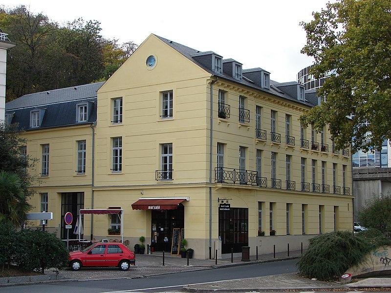 Photo du Monument Historique Cristallerie ou Manufacture des cristaux de la Reine situé à Sèvres