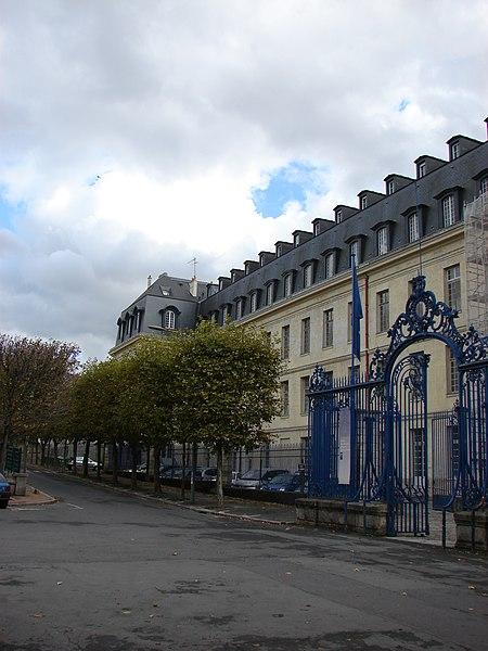 Photo du Monument Historique Ancienne Manufacture Royale de Porcelaine, puis école normale supérieure de jeunes filles, actuellement Centre international pédagogique situé à Sèvres