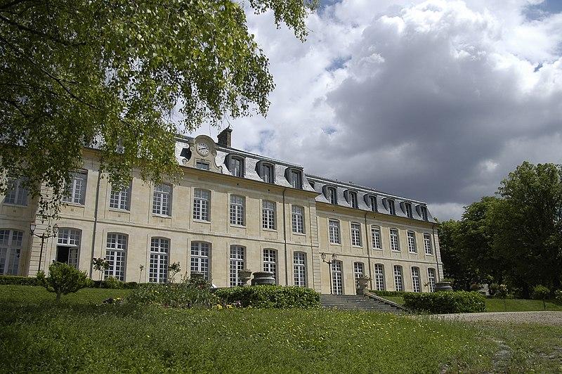 Photo du Monument Historique Lycée Michelet situé à Vanves