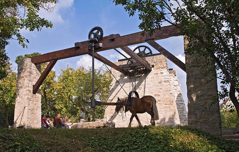 Photo du Monument Historique Treuil de carrière situé à Châtillon