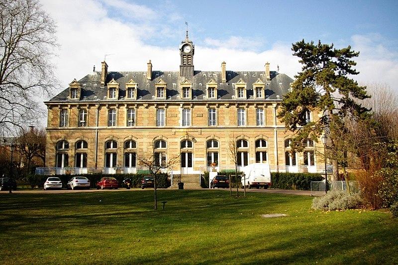 Photo du Monument Historique Lycée Lakanal situé à Sceaux