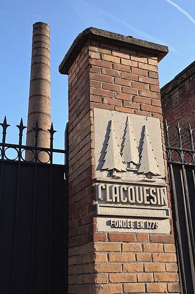 Photo du Monument Historique Ancienne distillerie-usine de mise en bouteille dite usine Clacquesin situé à Malakoff