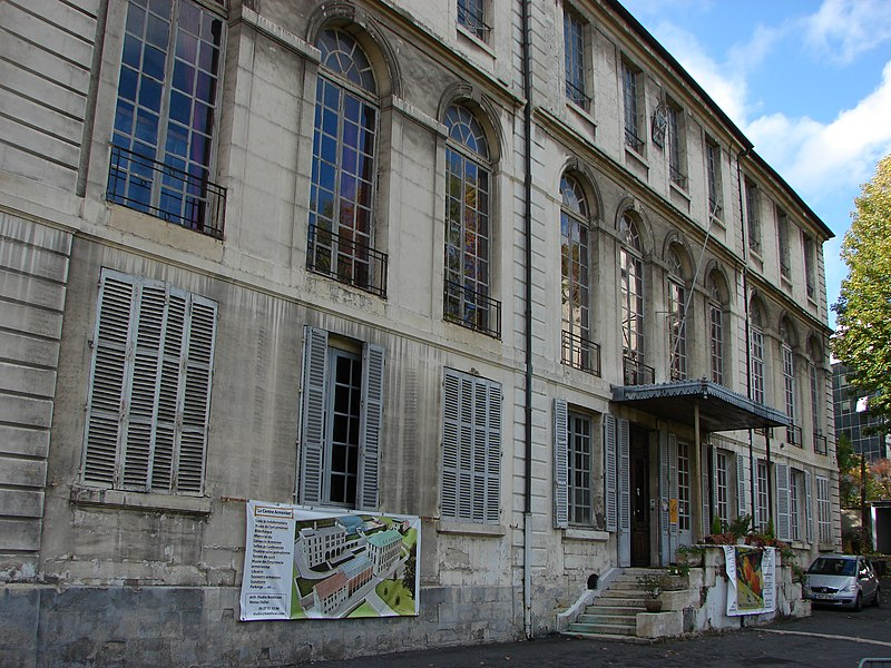 Photo du Monument Historique Collège arménien situé à Sèvres