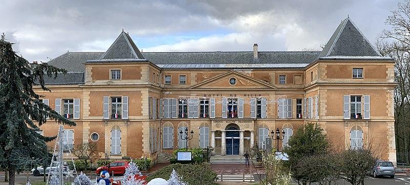 Photo du Monument Historique Ancien château, actuellement mairie situé à Clichy-sous-Bois