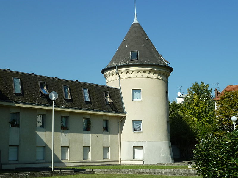 Photo du Monument Historique Ancien parc à l'anglaise du duc d'Orléans (également sur commune des Pavillons-sous-Bois) et lycée Albert Schweitzer situé à Le Raincy