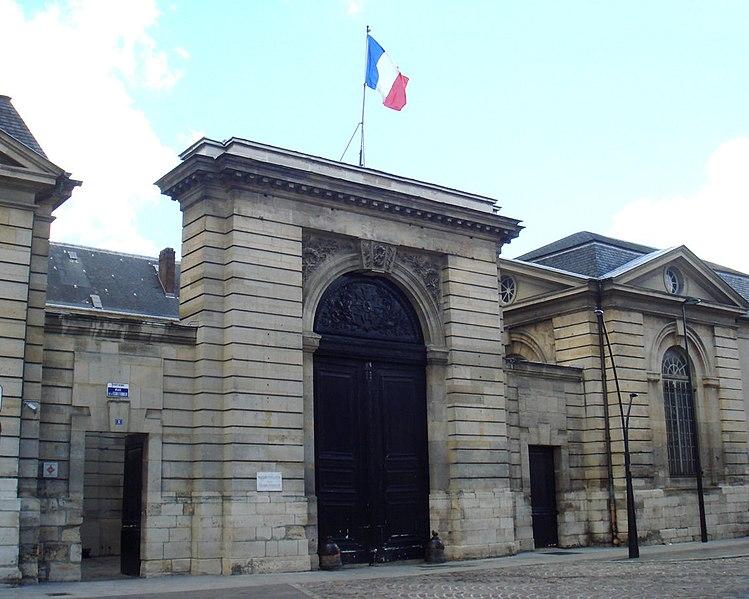 Photo du Monument Historique Ancienne abbaye Saint-Denis, actuellement maison d'éducation de la Légion d'Honneur situé à Saint-Denis