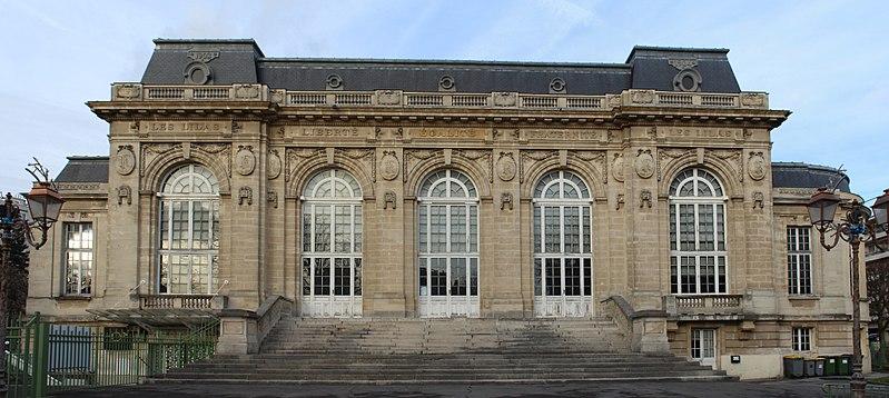 Photo du Monument Historique Mairie situé à Les Lilas