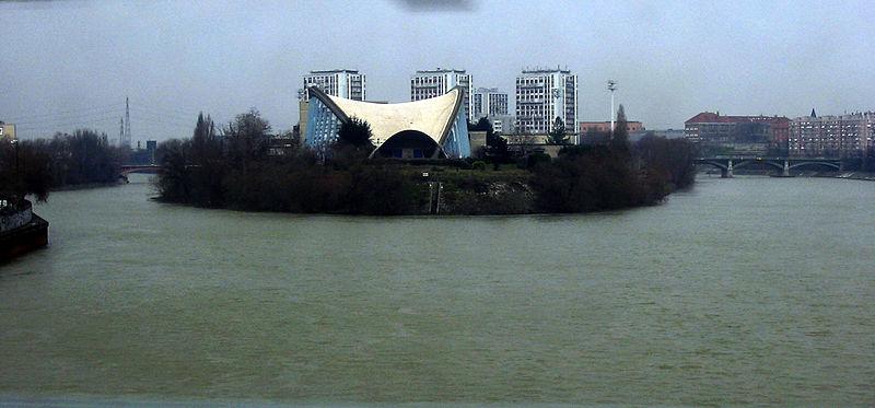 Photo du Monument Historique Centre sportif municipal de Saint-Ouen situé sur le site de l'Ile des Vannes situé à Île-Saint-Denis (L')