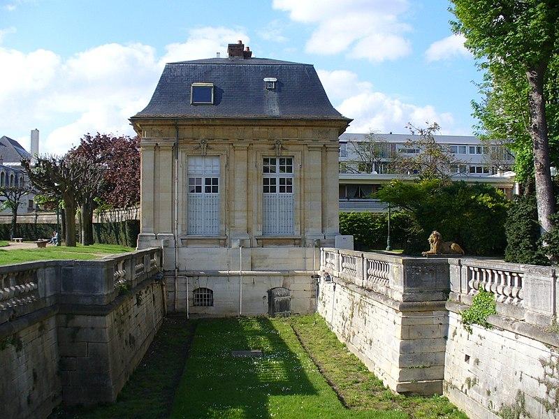 Photo du Monument Historique Ancien Château royal, annexe de la mairie situé à Choisy-le-Roi