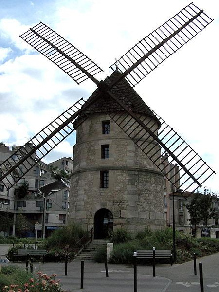 Photo du Monument Historique Moulin à vent situé à Ivry-sur-Seine