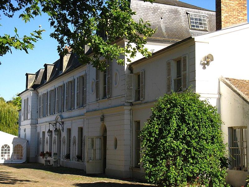 Photo du Monument Historique Château du Prieuré situé à Marolles-en-Brie