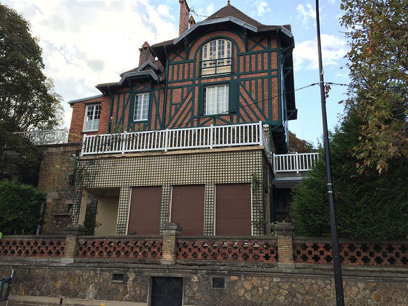 Photo du Monument Historique Maison Eyrolles situé à Cachan